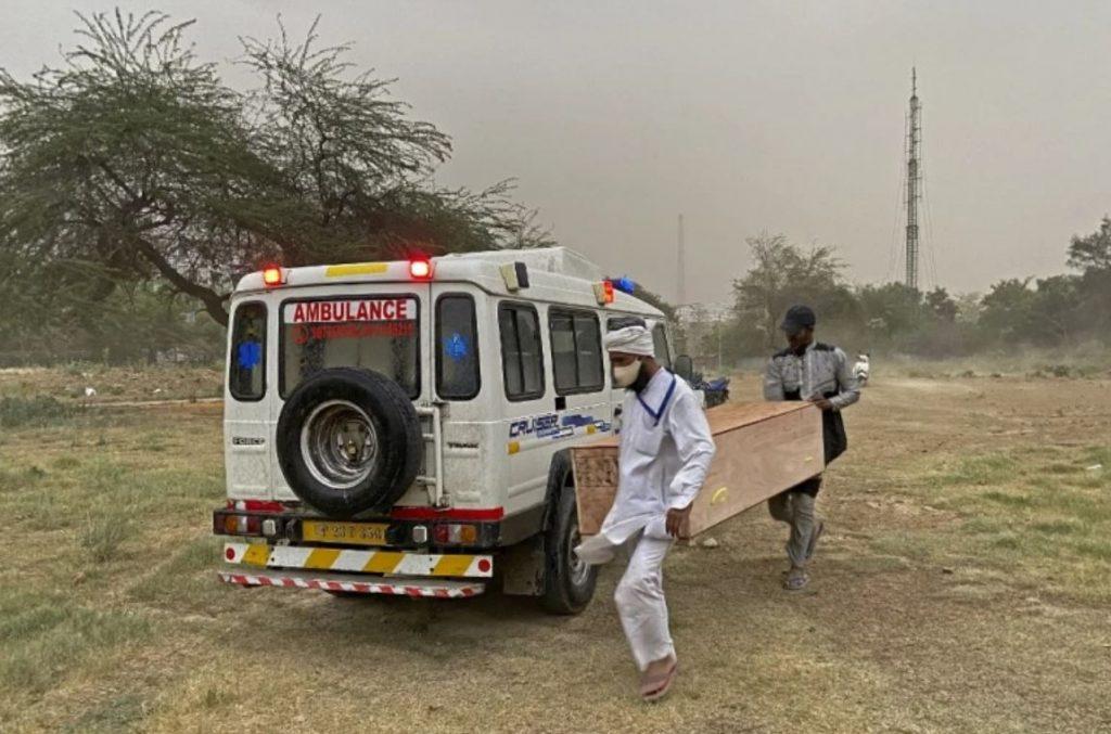 เคอร์ฟิว ในเมืองหลวงของอินเดีย อินเดียรายงานผู้ป่วยรายใหม่ 273,810 รายโดยมียอดผู้ป่วยโดยรวมเกิน 15 ล้านคนและมีผู้เสียชีวิต 1,619 รายเนื่องจาก