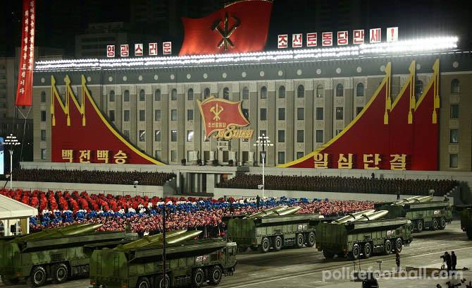 ประเทศเกาหลีเหนือ เปิดตัวขีปนาวุธลูกใหม่ เกาหลีเหนือได้เปิดตัวขีปนาวุธลูกใหม่ที่มีขนาด มหึมาทำให้นักวิเคราะห์คลังแสงของประเทศต้องประหลาดใจ