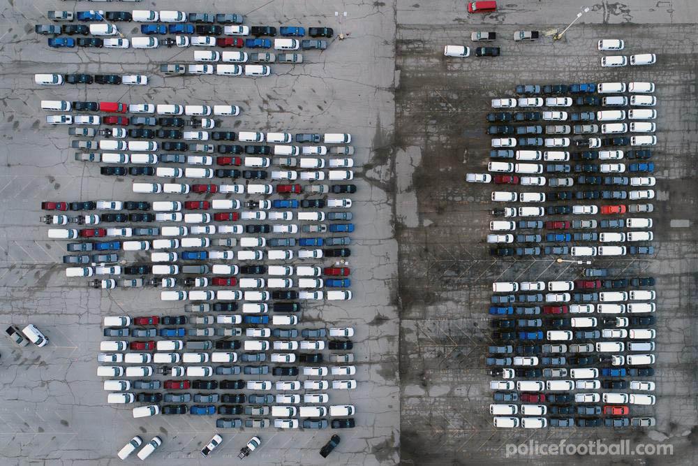 GM และFordหยุดการผลิตบางส่วน ปัญหาการขาดแคลนชิปคอมพิวเตอร์ทั่วโลกกำลังแย่ลง ทำให้ผู้ผลิตรถยนต์ต้องปิดโรงงานชั่วคราว รวมถึงโรงงาน
