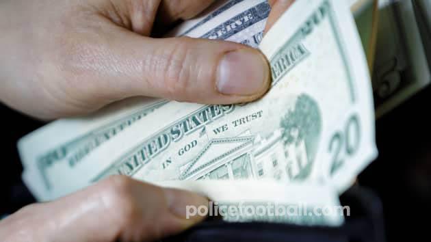 ค่าจ้างที่เพิ่มขึ้น อย่างรวดเร็วทำให้เกิดความกังวลเรื่องเงินเฟ้อ ตอนนี้อาจเป็นเวลาที่ดีที่ธนาคารกลางสหรัฐจะเริ่มกังวลเกี่ยวกับเงินเฟ้อ รายงาน